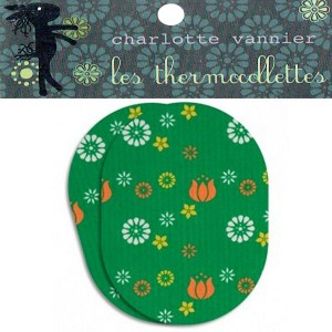 Thermocollettes par Charlotte Vanier : 2 Ecussons thermocollant motif fleur vert